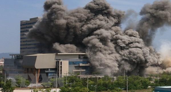 Vụ nổ của Triều Tiên phá hủy văn phòng liên lạc liên Triều ngày 16/6/2020. (Ảnh: Yonhap/TTXVN).