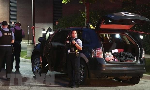 Cảnh sát được triển khai tới hiện trường một vụ xả súng ở Oak Park, Chicago, Mỹ, ngày 20/6/2020. (Nguồn: AP/TTXVN).