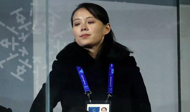 Kim Yo-jong là con út trong bảy người con và là con gái duy nhất của cố Chủ tịch Kim Jong-il và người phụ nữ Nhật Bản Ko Yong-hui. Yong-hui cũng là mẹ của Kim Jong-un. Trong ảnh: Kim Yo-jong tham dự Lễ Khai mạc Thế vận hội Olympic mùa đông Pyeongchang 2018.