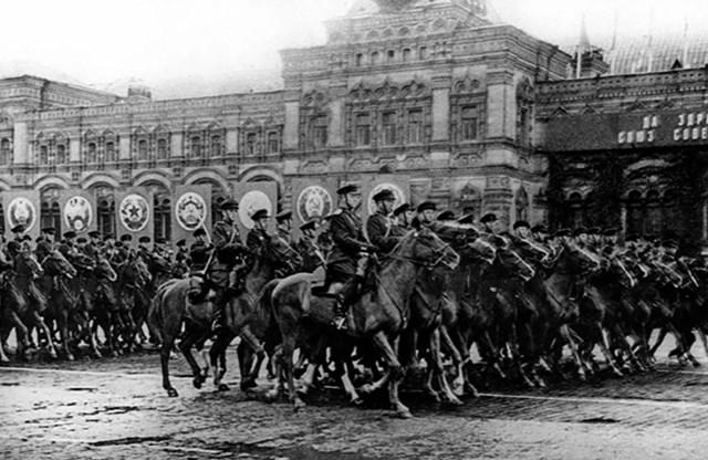 Kỵ binh Liên Xô.