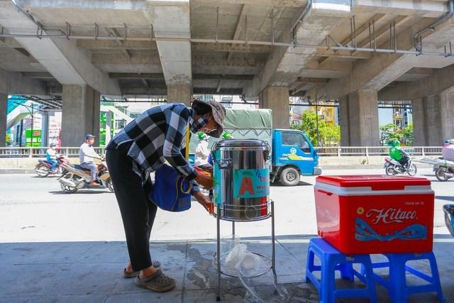 Dự kiến những ngày tới, anh Việt Anh sẽ tăng thêm nhiều điểm cung cấp trà chanh miễn phí cho mọi người.