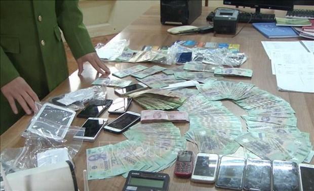 Tang vật trong một đường dây đánh bạc nghìn tỷ trên Internet tại Hưng Yên. (Ảnh: Đinh Tuấn/TTXVN).