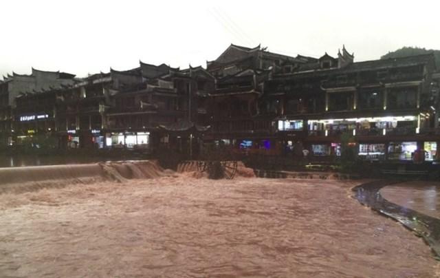 Phượng Hoàng cổ trấn ngập lụt. (Nguồn: taiwannews).