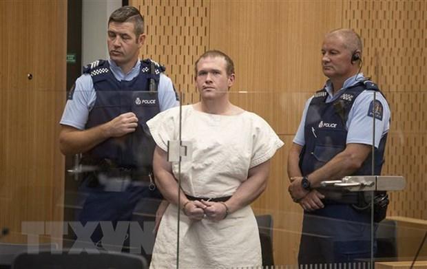 Brenton Tarrant (giữa) trong phiên xét xử tại tòa án quận Christchurch, New Zealand, ngày 16/3/2019. (Ảnh: AFP/TTXVN).