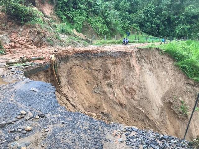 Mưa lũ gây sạt lở các tuyến đường ở huyện Bát Xát - Lào Cai.