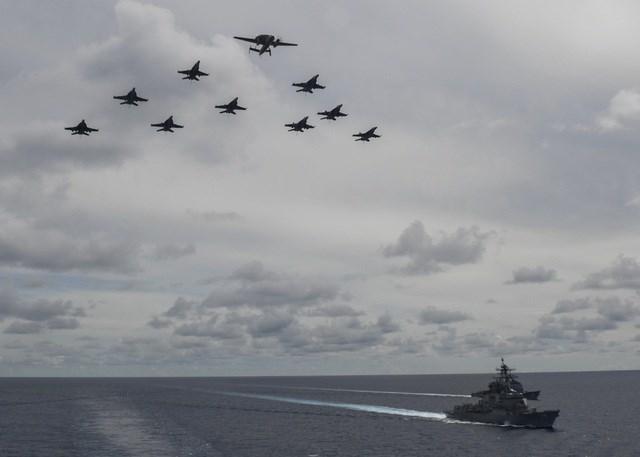 Nhóm tác chiến tàu sân bay USS Nimitz gồm tàu sân bay USS Nimitz (CVN 68), không đoàn tàu sân bay (CVW) số 17, tàu tuần dương mang tên lửa dẫn đường USS Princeton (CG 59) cùng hai tàu khu trục mang tên lửa dẫn đường USS Sterett (DDG 104) và USS Ralph Johnson (DDG 114). Hải quân Mỹ tuyên bố cuộc tập trận ở Biển Đông lần này nhằm ủng hộ một khu vực Ấn Độ - Thái Bình Dương mở và tự do.