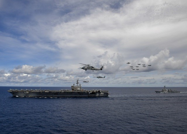Các máy bay chiến đấu F/A-18 E/F Super Hornet, máy bay tác chiến điện tử, máy bay chỉ huy và cảnh báo sớm trên không đã cất cánh từ cả 2 tàu sân bay USS Ronald Reagan và USS Nimitz trong cuộc tập trận trên Biển Đông. Tham gia tập trận, các máy bay sẽ mô phỏng các cuộc tấn công giả định nhằm vào kẻ thù, nhằm kiểm tra khả năng phát hiện và ngăn chặn các mối đe dọa.