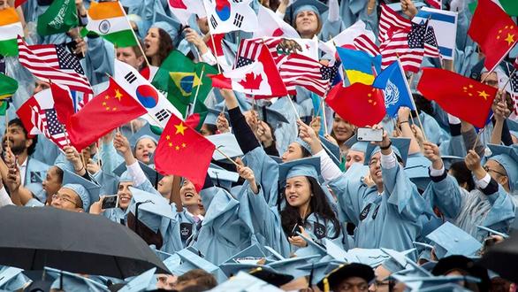 Các du học sinh quốc tế tại Mỹ. Ảnh: AFP.