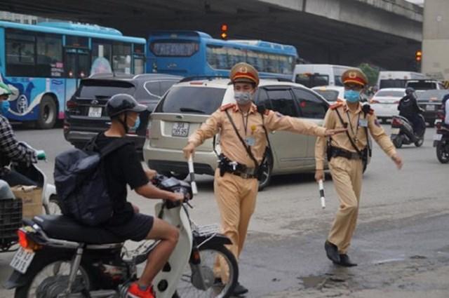 Lực lượng CSGT được phép dừng xe kiểm tra khi phát hiện các hành vi vi phạm về giao thông và các hành vi vi phạm khác. (Ảnh minh họa).