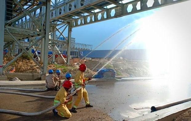 Công nhân Nhà máy luyện cốc, thép Hòa Phát Dung Quất diễn tập phòng cháy chữa cháy. (Nguồn: thep.hoaphat.com.vn).