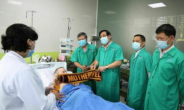 Bệnh nhân 91 khi được điều trị tại Bệnh viện Chợ Rẫy, Thành phố Hồ Chí Minh, hồi tháng 6. Ảnh: BV Chợ Rẫy.