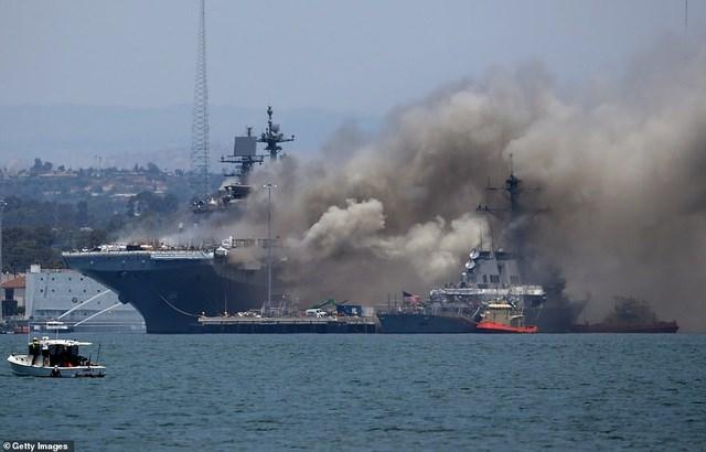 Navy Times dẫn lời người phát ngôn hải quân Mỹ cho biết khoảng 200 thủy thủ và nhân viên có mặt trên tàu vào thời điểm xảy ra vụ cháy. (Ảnh: Getty).