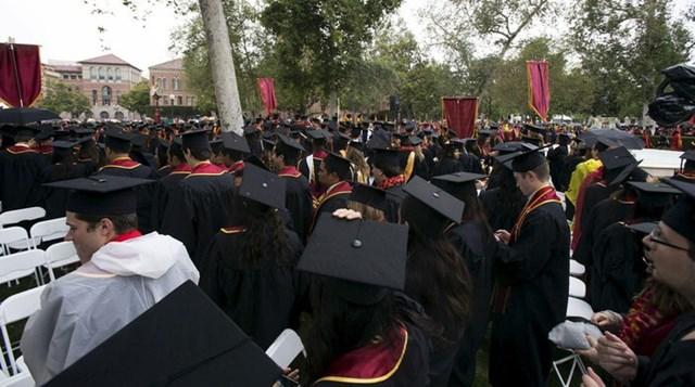 Lễ tốt nghiệp cho sinh viên tại Đại học Nam California, Los Angeles. Ảnh: Reuters.