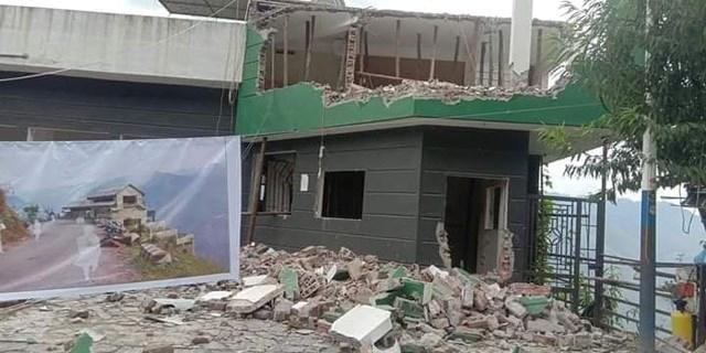 Nhà hàng Mã Pì Lèng Panorama đang được phá dỡ, cải tạo thành điểm dừng chân ngắm cảnh, không lưu trú (Ảnh: CTV).