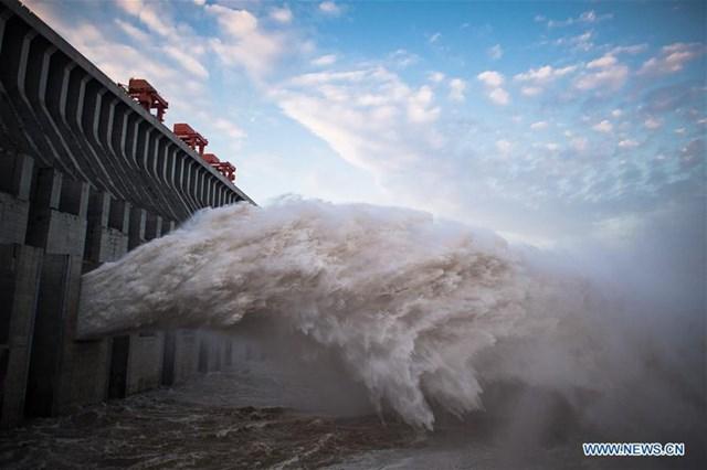 Tốc độ nước chảy vào hồ Tam Hiệp hôm 18/7 là 61.000 m3 trong một giây, còn hôm 19/7 chỉ còn 46.000m3 trong một giây.