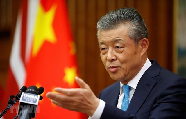 Đại sứ Trung Quốc tại Anh Lưu Hiểu Minh phát biểu tại cuộc họp báo ở London ngày 6/2/2020. (Ảnh: AFP/TTXVN).