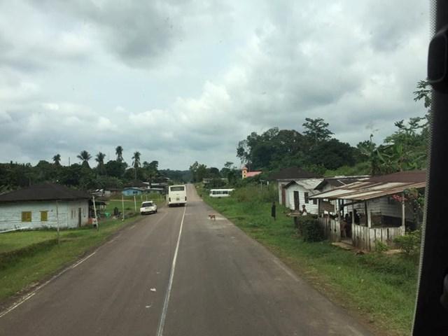 Đường ra sân bay Bata của Guinea Xích đạo.