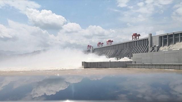 Đập Tam Hiệp xả lũ sau khi tiếp nhận đợt lũ thứ ba trên sông Dương Tử. Ảnh: CGTN.