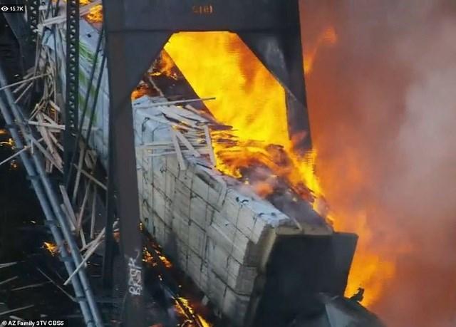 Cận cảnh vụ hỏa hoạn.