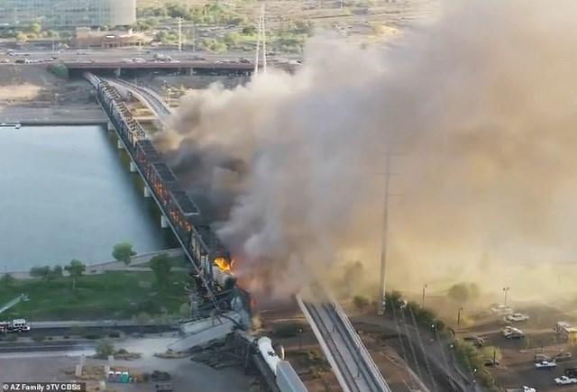 Các điều tra viên từ Cơ quan Quản lý Đường sắt Liên bang đã được triển khai tới xem xét vụ việc. Ủy ban An toàn Giao thông Quốc gia Mỹ cũng sẽ vào cuộc.