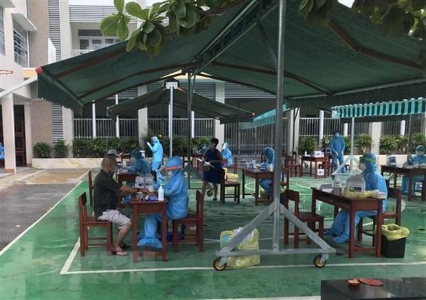 Người dân Đà Nẵng tiến hành xét nghiệm Covid-19. (Ảnh: TTXVN phát).