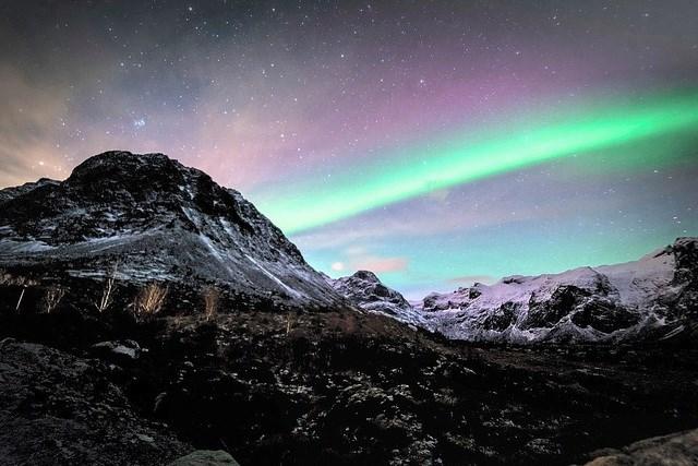 """Bức """"Bức Cực quang"""" của nhiếp ảnh gia người Anh Bob Riach chụp tại Tromso, Na Uy."""