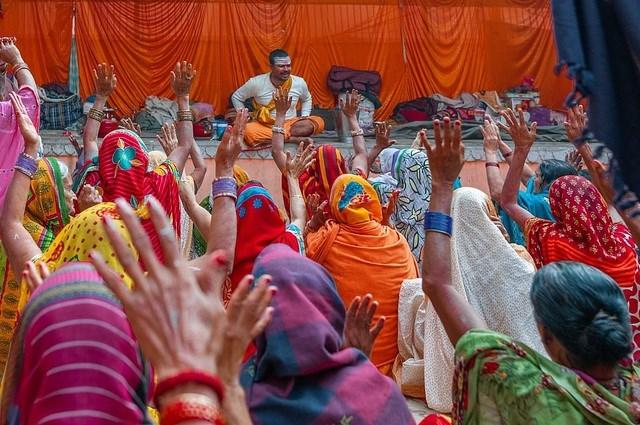 """Tác giả Louise Waldron đến từ Anh chia sẻ bức """"Niềm vui ở Varanasi"""" chụp tại Ấn Độ."""