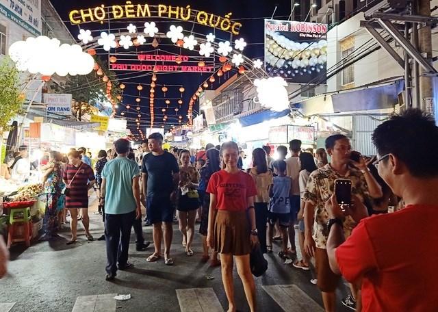 Hiện Phú Quốc là một trong những địa điểm thu hút lượng khách nội địa đến tham quan rất đông. Vì thế, địa phương đang khẩn trương thực hiện các biện pháp phòng, chống dịch Covid-19 theo tình hình mới mà Ban chỉ đạo quốc gia về phòng chống dịch Covid-19 đã thông báo