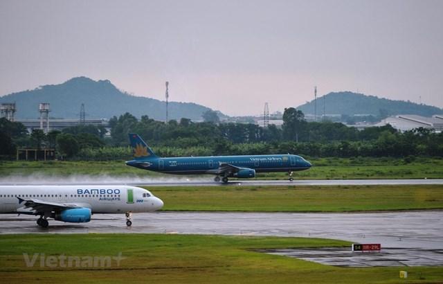 Máy bay của các hãng hàng không Vietnam Airlines và Bamboo Airways. (Ảnh: Hoàng Anh/Vietnam+).