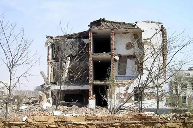 Một tòa nhà bị phá hủy từ vụ nổ, ngày 22/4/2004.