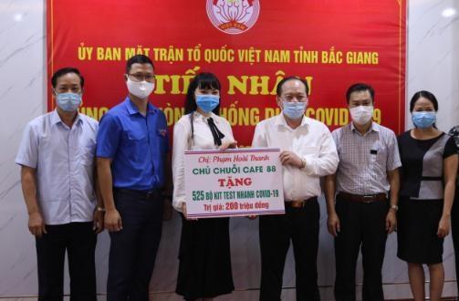 MTTQ tỉnh Bắc Giang tiếp nhận ủng hộ 525 bộ kit test nhanh Covid-19 trị giá 200 triệu đồng.
