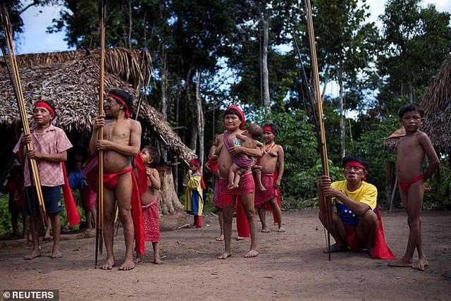 Nhóm thổ dân bộ lạc Yanomami.