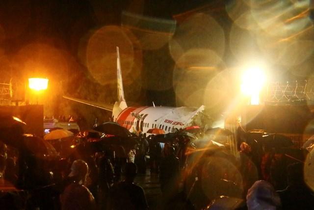Hiện trường vụ tai nạn máy bay Ấn Độ. (Ảnh: News 18).