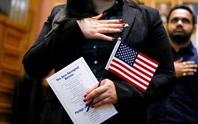 Trong nửa đầu năm qua, số lượng người tử bỏ quốc tịch Mỹ đã tăng mạnh (Ảnh minh họa: AFP).