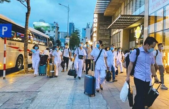 Đoàn y bác sĩ TP Hải Phòng đến TP Đà Nẵng tối 5/8.