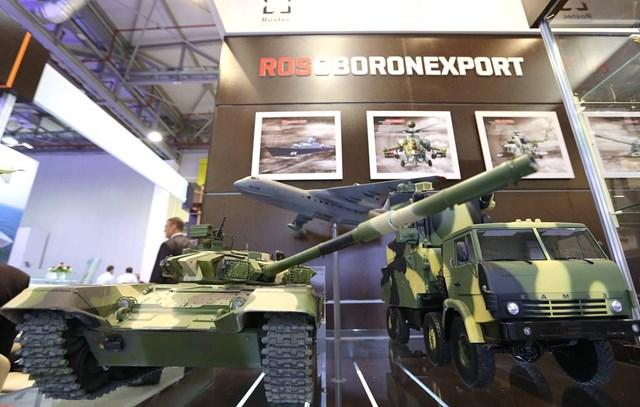 Mô hình khí tài quân sự được trưng bày tạiArmy-2020. Ảnh: Tass.