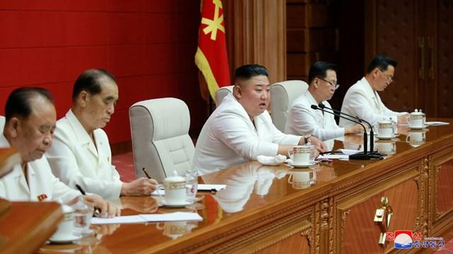 Ông Kim Jong-un phát biểu tại cuộc họp của Ủy ban Trung ương Đảng Lao động Triều Tiên. Ảnh: KCNA.