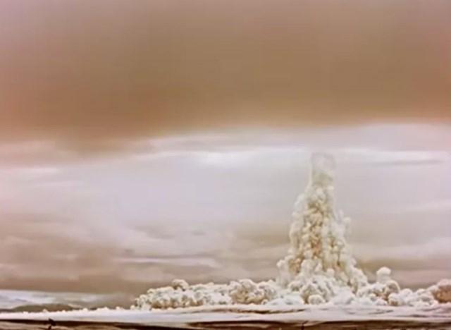 Hình ảnh vụ nổ khi nhìn từ mặt đất.