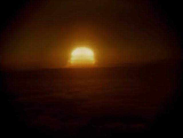 """Vụ nổ """"Tsar Bomba"""" trông như một quả cầu lửa khi nhìn cách đó vài trăm dặm."""