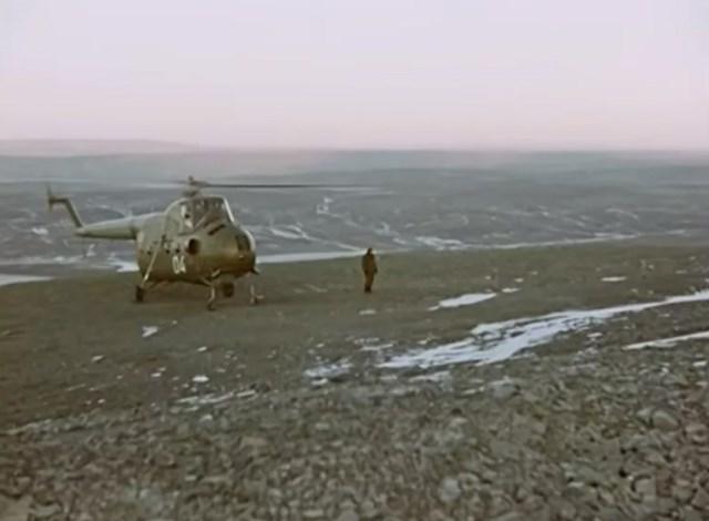 """Các nhà khoa học Liên Xô thăm địa điểm vụ nổ tại Novaya Zemlya, ngay bên trên khu vực phát nổ của quả bom hạt nhân """"Tsar Bomba""""."""