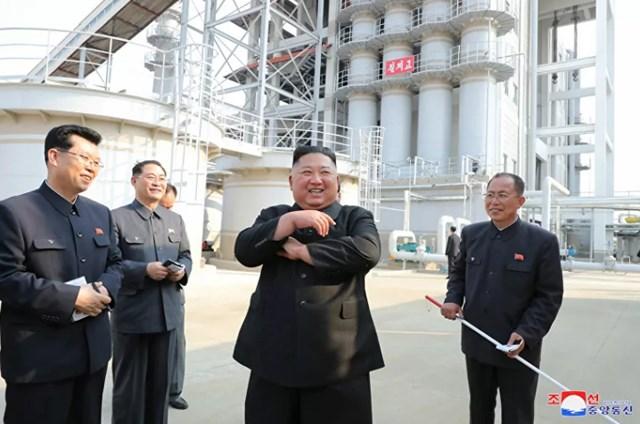 Ông Kim Jong-un xuất hiện tạibuổi lễ khai trương một nhà máy phân bón tại thành phố công nghiệp phía Bắc Bình Nhưỡng. Ảnh: KCNA.
