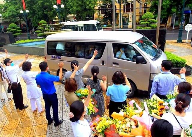 Hải Phòng tiễn đội ngũ y, bác sĩ chi viện cho TP Đà Nẵng.