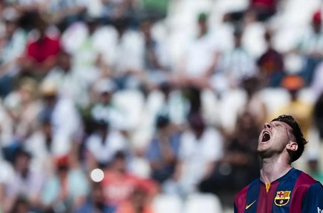 Messi trong trận đấu giữa Cordoba và Barcelona tại sân vận động El Arcangel ở Cordoba, Tây Ban Nha, giải La Liga, ngày 2/5/2015.
