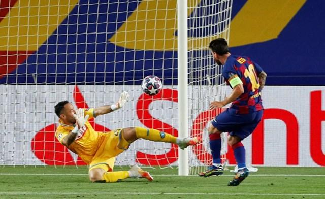 Messi trong một trận đấu trên sânCamp Nou, Barcelona, Tây Ban Nha, ngày 8/8/2020.