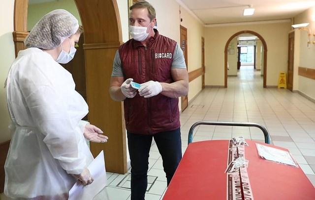 Vaccine Sputnik V được chuyển đến các phòng khám ở Moscow để tiến hành nghiên cứu thực tiễn. Ảnh: Tass.