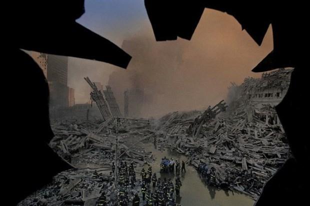 Thiệt hại về kinh tế của nước Mỹ sau vụ khủng bố 11/9 lên tới 3.000 tỷ USD.Ảnh: Allthatsinteresting.