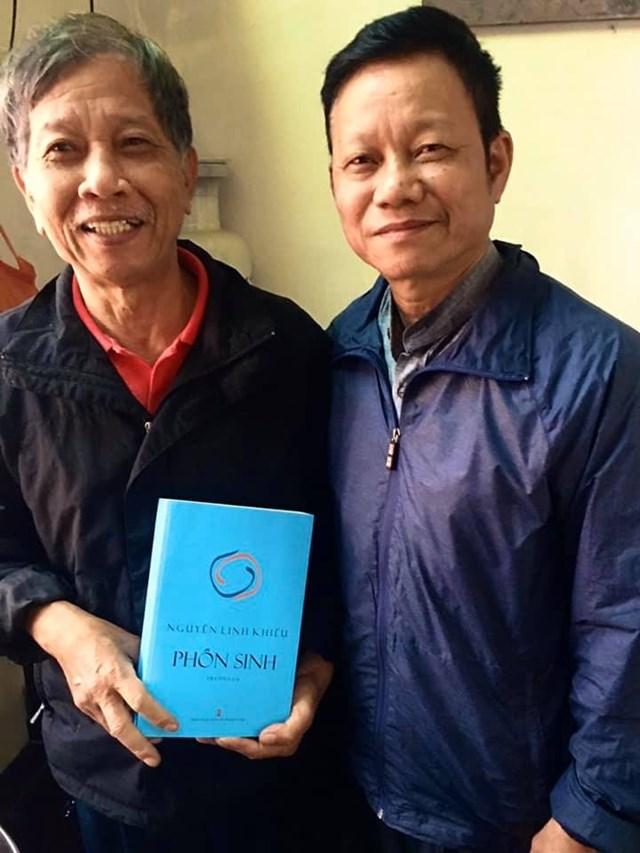 Nhà văn Nguyễn Huy Thiệp và nhà thơ Nguyễn Linh Khiếu.