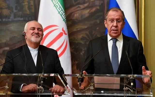 Ngoại trưởng Iran Mohammad Javad Zarif (trái) và Ngoại trưởng Nga Sergei Lavrov. Ảnh: AFP.