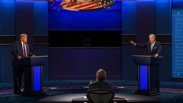 Tổng thống Donald Trump và ứng cử viên tổng thống của đảng Dân chủ Joe Biden tham gia cuộc tranh luận trong chiến dịch tranh cử tổng thống năm 2020 đầu tiên của họ được tổ chức tại Cleveland, Ohio, Mỹ, ngày 29/9/2020. Ảnh: Reuters.