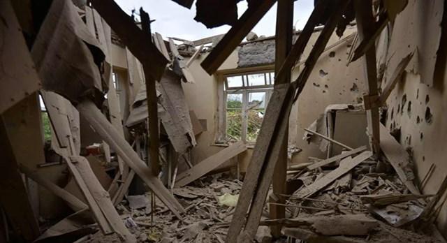 Ngôi nhà bị tàn phá trong trận pháo kích của quân Azerbaijan tại thị trấn Martuni thuộc vùng Nagorno-Karabakh.
